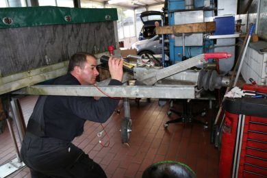 Anhänger-Reparatur